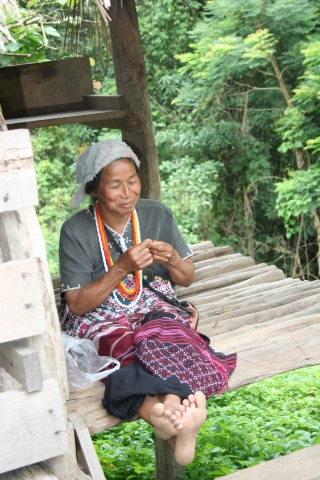 Weaving a new life in Thailand